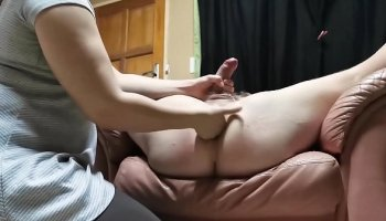 https://www.fullxxxvideos.net/video/11568/pretty-girl-rides-on-dick/