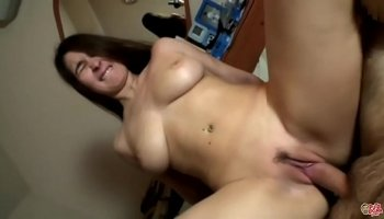 Thai girl gets a creampie in the hotel