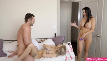 mai takizawa is squirting while cumming during a group sessi